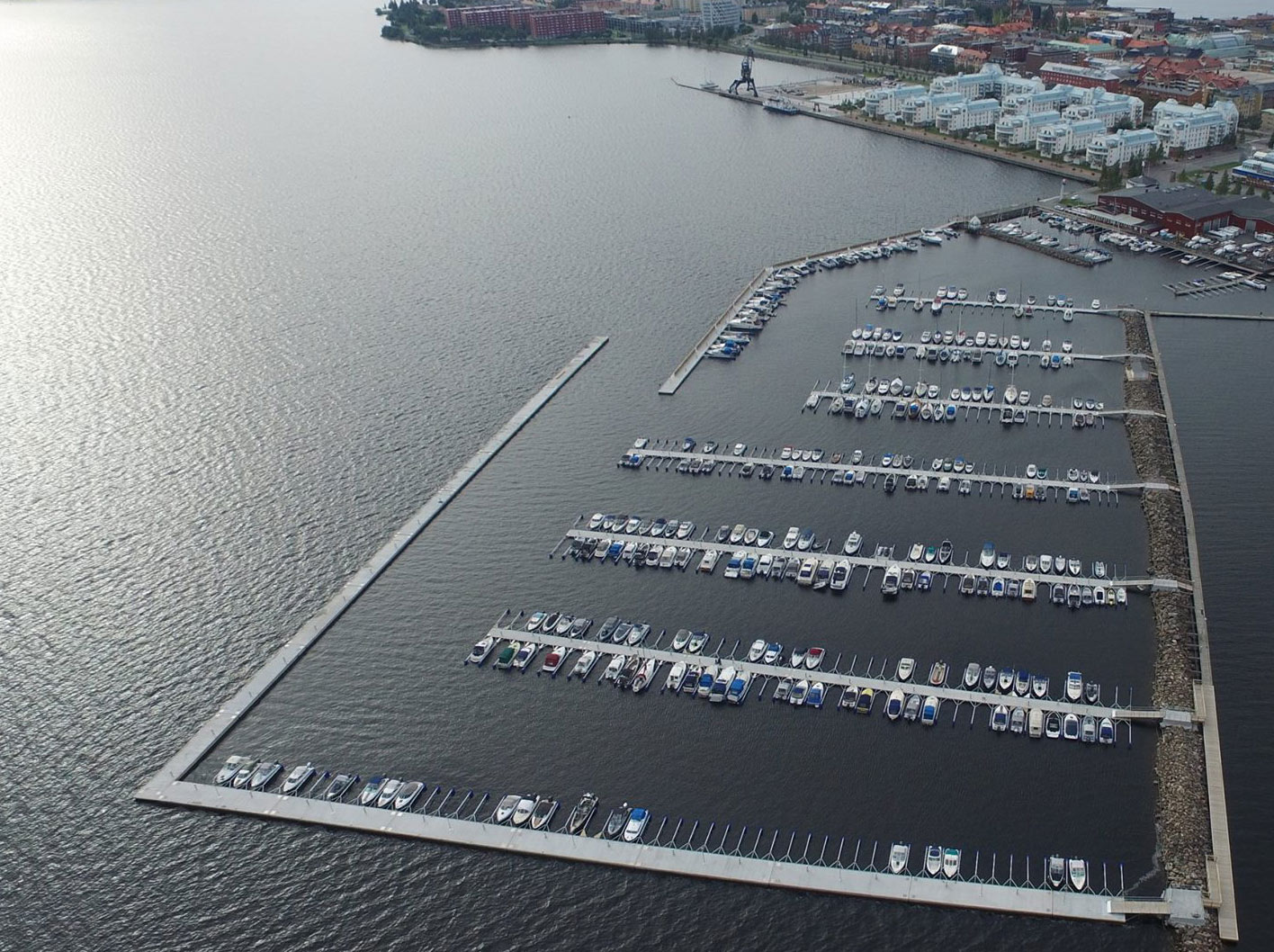 Hafen mit Pontons