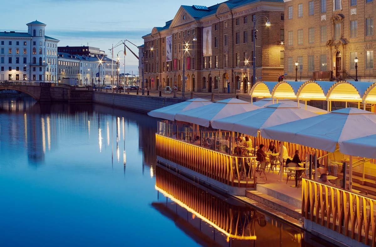 Schwimmendes Restaurant an der Deutschen Brücke in Göteborg